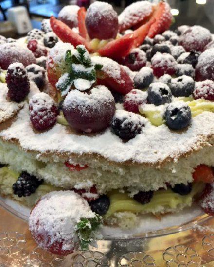 Bolos Confeitados Padaria na Mooca, buffet de almoço, buffet de caldos, buffet de jantar, encomenda de bolos, encomenda salgadinhos.